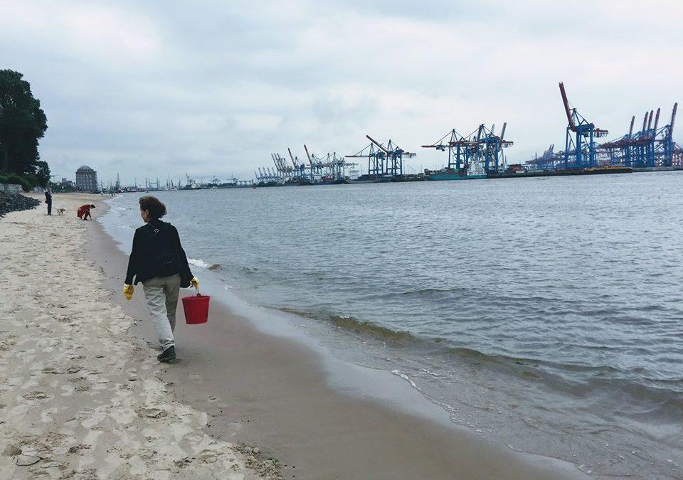 Müllsammeln an der Elbe